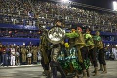 Die «Samba School Mocidade» während der Parade. Ihr Motto: Don Quixote. (Bild: Keystone)