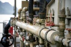 Es braucht auch Wasserleitungen, denn das Material wird an Ort und Stelle gewaschen. (Bild: Corinne Glanzmann / Neue NZ)