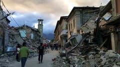 Die Verwüstung in Amatrice ist enorm. (Bild: AP Photo / Videostill)