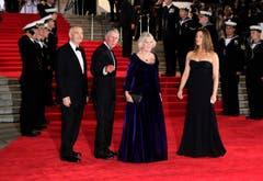 Selbst Prinz Charles und seine Gattin Camilla (Mitte) kamen in die Royal Albert Hall. (Bild: Keystone)