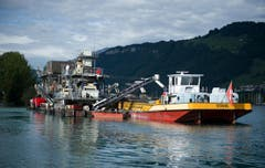Der Seebagger ist testweise vor der Mündung des Engerbergeraa stationiert. (Bild: Corinne Glanzmann / Neue NZ)