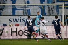 Luzerns Jonas Omlin kassiert das 0:1. (Bild: Keystone)