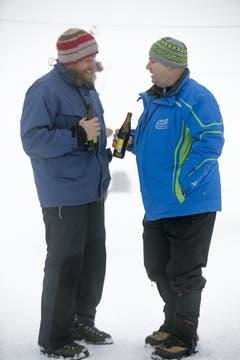 Bei einem Bierchen wird die Fahrt im Ziel analysiert. (Bild: André A. Niederberger / Neue NZ)
