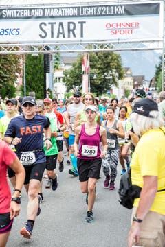 Beim Start zum Halbmarathon. (Bild: Manuela Jans-Koch / Neue LZ)