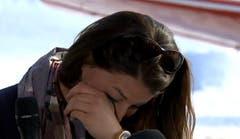 Die 29-Jährige musste während der Rücktrittsverkündung weinen. (Bild: Screenshot Livestream SRF)
