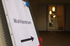 Der Eingang ins Foyer West im Kollegi Schwyz. (Bild: Geri Holdener)