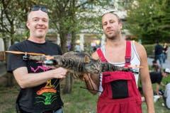 Die Schaffer der fliegenden Tierpräparate: Bart Jansen, rechts, und Arjen Beltman. (Bild: Keystone)