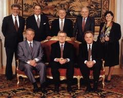 1995 (von links oben): Bundeskanzler François Couchepin, Adolf Ogi, Arnold Koller, Flavio Cotti und Ruth Dreifuss. Unten von links: Jean-Pascal Delamuraz, Kaspar Villiger und Otto Stich. (Bild: Bundeskanzlei)