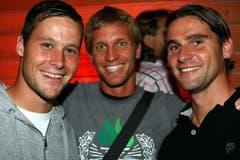 2008: Die FCL-Spieler David Zibung, Christophe Lambert und Gerardo Seoane (von links) am Konzert von DJ Bobo in Luzern. (Bild: André Häfliger))