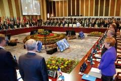 Trauerminute beim Gipfeltreffen der Staatschef beim Asia-Europe Meeting (ASEM) in Ulaanbaatar, Mongolei. (Bild: AP/Damir Sagolj)