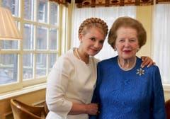 Treffen der Polit-Damen in London: die ehemalige ukrainische Premierministerin Yulia Tymoshenko und Margaret Thatcher (2007). (Bild: Keystone)