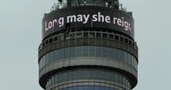 Schriftzug am Fernsehturm in London. (Bild: Keystone)