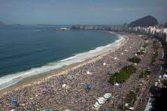 An der Copacabana versammelte sich eine nie dagewesene Menschenmenge zum Weltjugendtag vom 28. Juli. (Bild: Keystone)