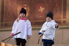 Der Chrüzlistreich, der am Dreikönigstag geklepft wird, hat Tradition. (Bild: Keystone / Urs Flüeler)