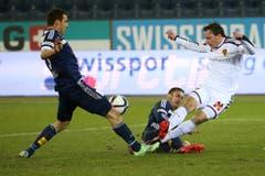 Luzerns Kaja Rogulj (links) und Francois Affolter (mitte) gegen Basels Luca Zuffi (Bild: Philipp Schmidli)