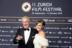 Pepe Lienhard und Ehefrau Christine posieren auf dem grünen Teppich am Eröffnungs-Abend des 11. Zurich Film Festivals. (Bild: Keystone)
