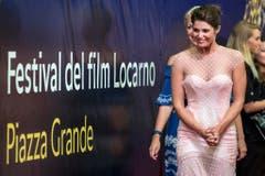 Die britische Schauspielerin Gemma Arterton auf dem roten Teppich in Locarno. (Bild: Keystone)
