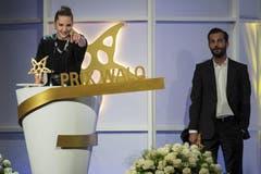Bligg, der bereits 2008 und 2010 Walos erhielt, teilte seinen diesjährigen Triumph mit Steffe la Cheffe: Erstmals in der Geschichte des Preises erhielten die beiden von der 100-köpfigen Jury genau die gleiche Punktzahl, wie die Organisatoren mitteilten. (Bild: Keystone)