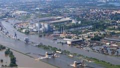Die Elbe hat - wie hier bei Rothensee - längst ihr Flussbett verlassen. (Bild: Keystone)