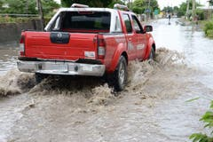 Überflutete Strassen in St. Thomas / Jamaika. (Bild: Keystone)