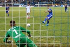 Luzerns Remo Freuler scheitert beim Elfmeter an Basels Tomas Vaclik. (Bild: Philipp Schmidli)