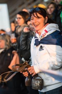 Auch Grenchens Fans machen Stimmung. (Bild: Christian Herbert Hildebrand, Zuger Zeitung)