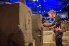 Beim Erschaffen von Sandskulpturen ist künstlerisches Geschick gefordert. (Bild: Benjamin Manser)