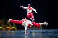 Beweglich: Die Zuger Breakdance-Formation Dirty Hands bei der Eröffnungsfeier. (Bild: Urs Bucher)