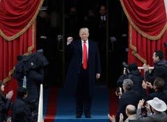Keiner hielt es für möglich und doch ist es passiert: Unternehmer Donald Trump hat in Amerika die Präsidentschaftswahl gewonnen und sich gegen Hillary Clinton durchgesetzt. Im Januar wurde er zum 45. US-Präsident in Washington vereidigt. (Bild: PATRICK SEMANSKY (AP))