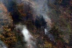 Rauch steigt auf am Lopper. (Bild: Keystone)
