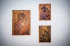 Jede serbische Familie hat die heiligen Ikonen bei sich hängen. (Bild: Ralph Ribi)