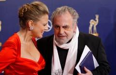 Barbara Schöneberger und Maximilian Schell bei der Bambi-Verleihung 2009 in Potsdam. (Bild: Keystone)