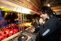DJ Greg heizt ein. (Bild: Ralph Ribi)