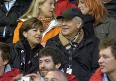 Kurt Felix war ein Fussballfan. So war er beispielsweise im Juni 2006 im Stadion Espenmoos zu Besuch, um mit seiner Frau den Match von Promis gegen Schweizer Fussball-Legenden zu sehen. (Bild: Keystone)