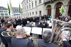 Das Spiel der Kantonspolizei intonierte den Thurgauer Marsch vor dem Eingangsportal. (Bild: Donato Caspari)
