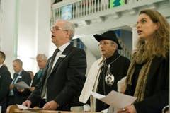 Hans Altherr singt zusammen mit Partnerin Andrea Kind und seinen Gästen das Landsgemeindelied. (Bild: Martina Basista)
