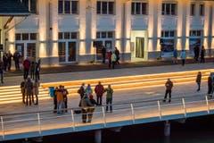 Die neue Hafenplattform bietet die Möglichkeit für Begegnungen. (Bild: Reto Martin)