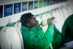 Alhassane Keita verfolgt das Spiel. (Bild: Michel Canonica)