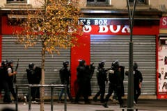 Heavy police operation in Saint Denis after Paris attacks (Bild: Keystone)