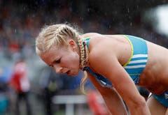 Eine ausgepumpte Linda Züblin nach dem 800-Meter-Lauf bei einem Meeting in Götzis im Jahr 2010. (Bild: ARNO BALZARINI (KEYSTONE))