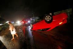 Ein Auto wurde in Cape Coral, Florida, vom Hurrikan weggeschleudert. (Bild: Keystone)