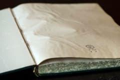 Vom Wasser beschädigt: Buchseiten eines Archivbestandes. (Bild: Urs Lindt)