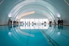 Die Traglufthalle wurde über das 25-Meter-Becken montiert. (Bild: Reto Martin)