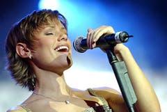 Francine Jordi qualifiziert sich 2002 mit «Dans le jardin de mon âme» direkt für den Final, landet aber auf Platz 22 von 24 Teilnehmern (15 Punkte). (Bild: Olivier Maire / EPA)