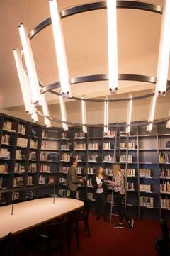 Einweihung der neuen Stadtbibliothek in der Hauptpost, hier im Turmzimmer. (Bild: Ralph Ribi)