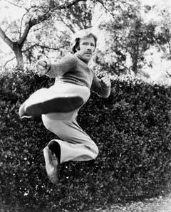 """Los geht's mit ein paar Klassiker: """"Chuck Norris ist der Einzige, der die Zeit wirklich totschlagen kann."""" (Bild: Keystone)"""