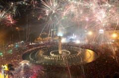 Tausende Menschen verfolgen die Feierlichkeiten in Indonesiens Hauptstadt Jakarta. (Bild: Keystone)