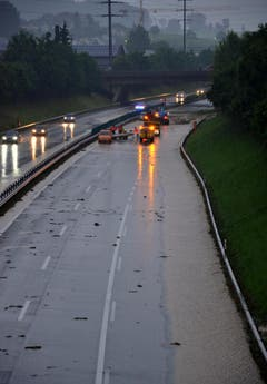 Überschwemmung in Wil: Fotografiert von der Toggenburgerstrasse aus am Sonntagabend um 20 Uhr. (Bild: Christoph Heer/Leserbild)