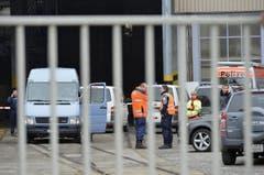 Die Schussabgabe ereignete sich gemäss Polizei kurz nach 9 Uhr auf dem Firmengelände. (Bild: Keystone)
