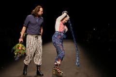 Im Januar 2016 zeigt sich Vivienne mit Ehemann Andreas auf dem Catwalk in Mailand. (Bild: Keystone)
